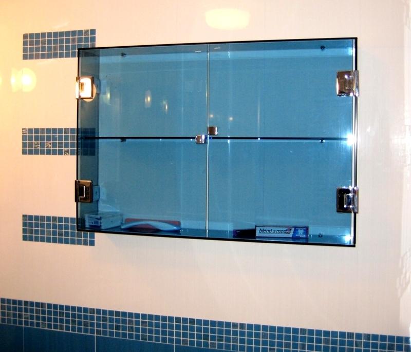 Стъклен шкаф за баня
