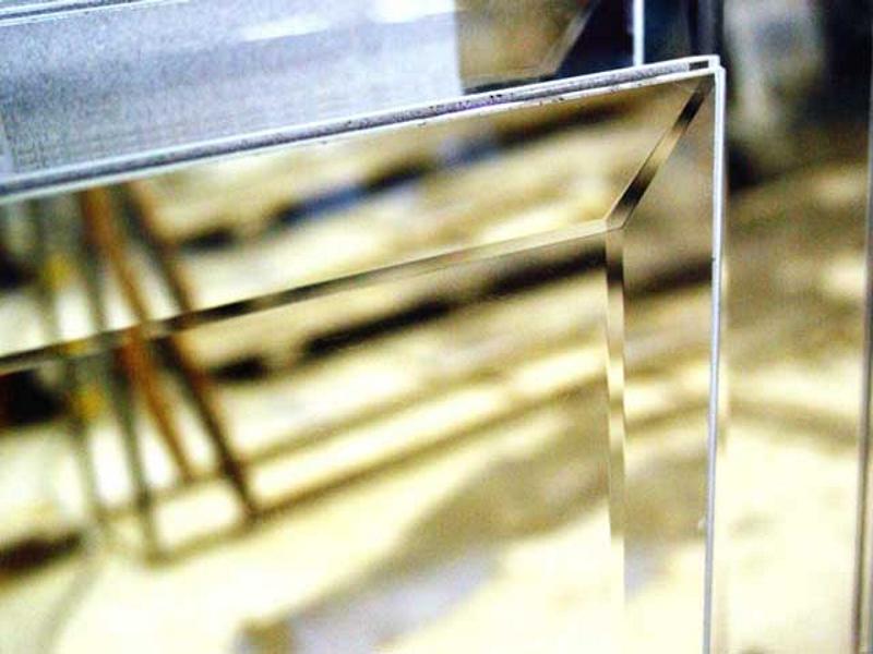 Огледало с фасет